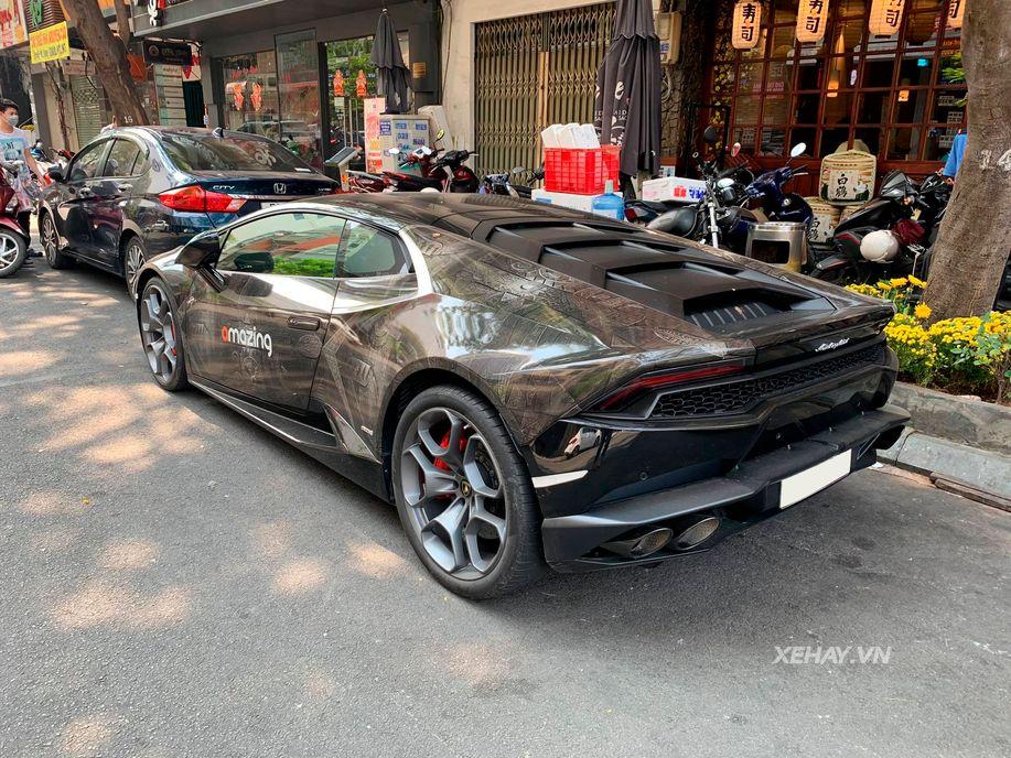 """Tái ngộ siêu phẩm Lamborghini Huracan với """"bộ cánh"""" hoa văn độc nhất tại Sài Thành"""